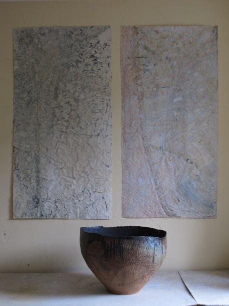peintures sur papier chinois 110m sur 0,75m et céramique 0,80m