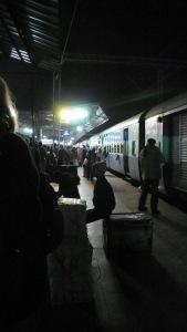 La gare de Bhopal le soir