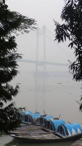 Dans la brume, Hoogly bridge