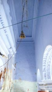 Sous les arches, le bleu